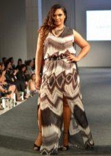 Lange jurk voor zwaarlijvige vrouwen met een korte gestalte