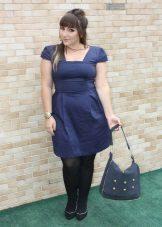 Korte jurken voor zwaarlijvige vrouwen met een korte gestalte