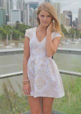 Sarışın için sütlü renk elbise