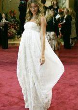 Feestelijke witte katoenen jurk voor zwangere vrouwen