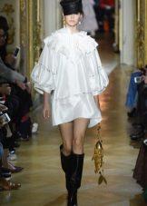 Ulyana Sergeenko fehér ruhája
