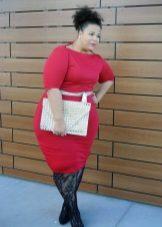 Rode jurk voor zeer dikke vrouwen met een appel