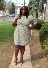 Schede jurk voor een complete snit met een appel figuur