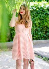Rento persikka-mekko