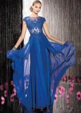 Kaunis sininen mekko lattialle