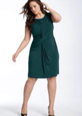 Vestit de punt verd de longitud mitjana per a una dona plena