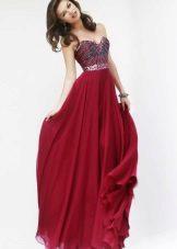 Vestido de cereja no chão