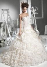 Gaun pengantin dengan pinggang yang rendah