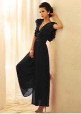 Klänningen är svart