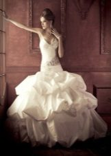 Gaun pengantin putri duyung yang indah