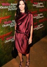 Marsala Silk Dress para sa Winter Color Type