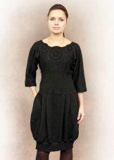 Vestido de malha preta de balão
