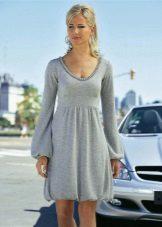 Vestido de malha de ballon feito de fio cinza fino