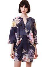 Donkerblauwe kimono-jurk met bloemenprint