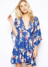 Blauwe kimono-jurk met bloemenprint