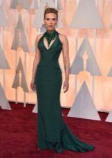 Pitkä vihreä mekko, jossa on amerikkalaista käsivartta