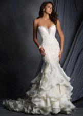 Bröllopsklänning med spets korsett