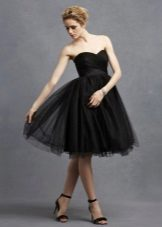 Black flared evening dress na may korset