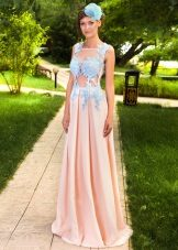Lång klänning med spets på korsetten