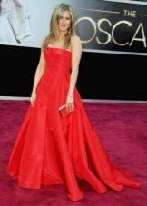 Dress red Jennifer Lopez na may paha