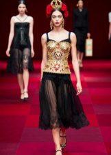 Modig klänning med korsett