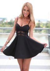 Kort svart klänning