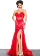 Vacker röd klänning med korsett