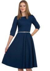 Pakaian monofonik biru panjang sederhana dengan skirt separa matahari