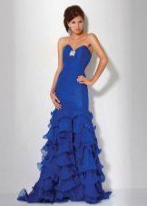 Blue dress na may tren at bukas na balikat