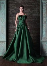 Green dress with a train and open shoulders