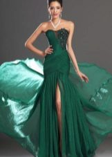 Long green dress with a train