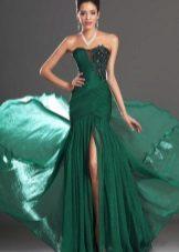Lang grønn kjole med tog