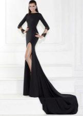 Svart kjole med et langt tog