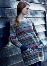 Stickad tunika klänning med ett mönster