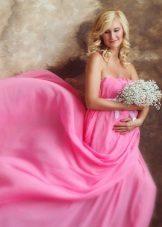 Розова рокля за бременни жени