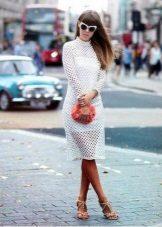 Valkoinen mekko, pitkähihainen