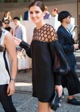 Musta mekko, jossa pitkähihainen amadis