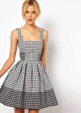 Svart og hvit sjekk flared kjole