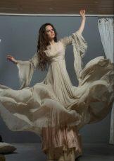 Flared beige kjole er lang til gulvet med originale ermer