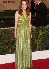 Groene jurk met een tapijt