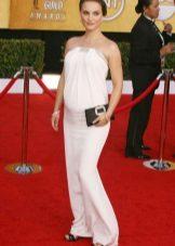 Valkoinen neulottu mekko raskaana oleville naisille