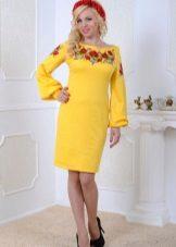 Keltainen Ukrainan neulottu mekko