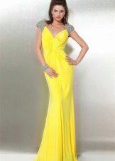 Keltainen neulottu mekko