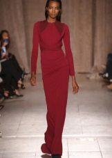 Punainen neulottu suljettu mekko