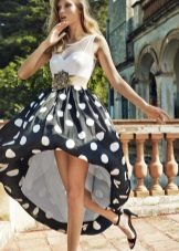 Spring dress na may bell skirt