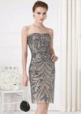 Suknelė puošta akmenimis