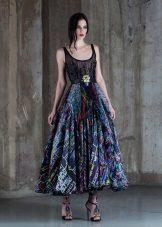 Suknelė su modeliu