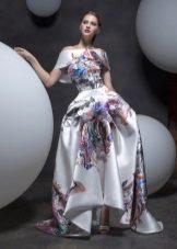 Pavasario suknelė grindyse su išgalvotu sijonu