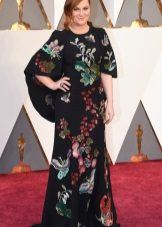 Virág ruha piros szőnyeg Oscar