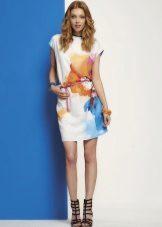 Лятна рокля в стила на Chanel цвят